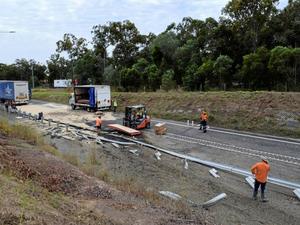 Truck crash closes Bruce Highway