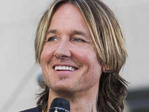 Woman helps man short on cash - it's Keith Urban