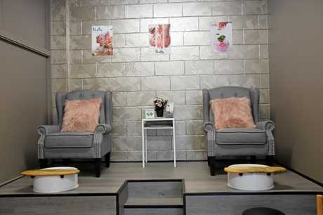 The deluxe pedicure station will make you relax and rest.