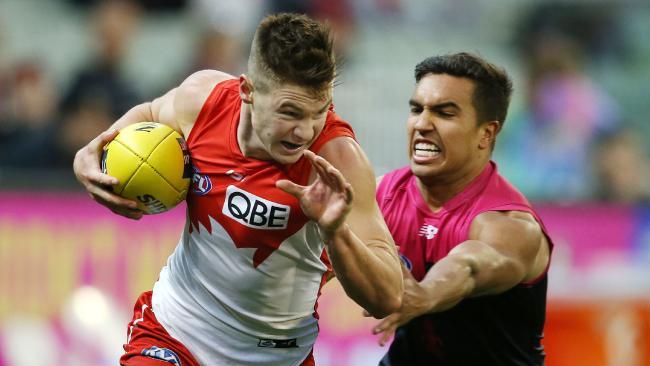 Sydney's Ben Ronke evades Jay Kennedy-Harris. Picture: Michael Klein