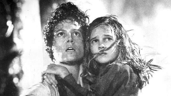 Carrie Henn  clings to Sigourney Weaver in Aliens.