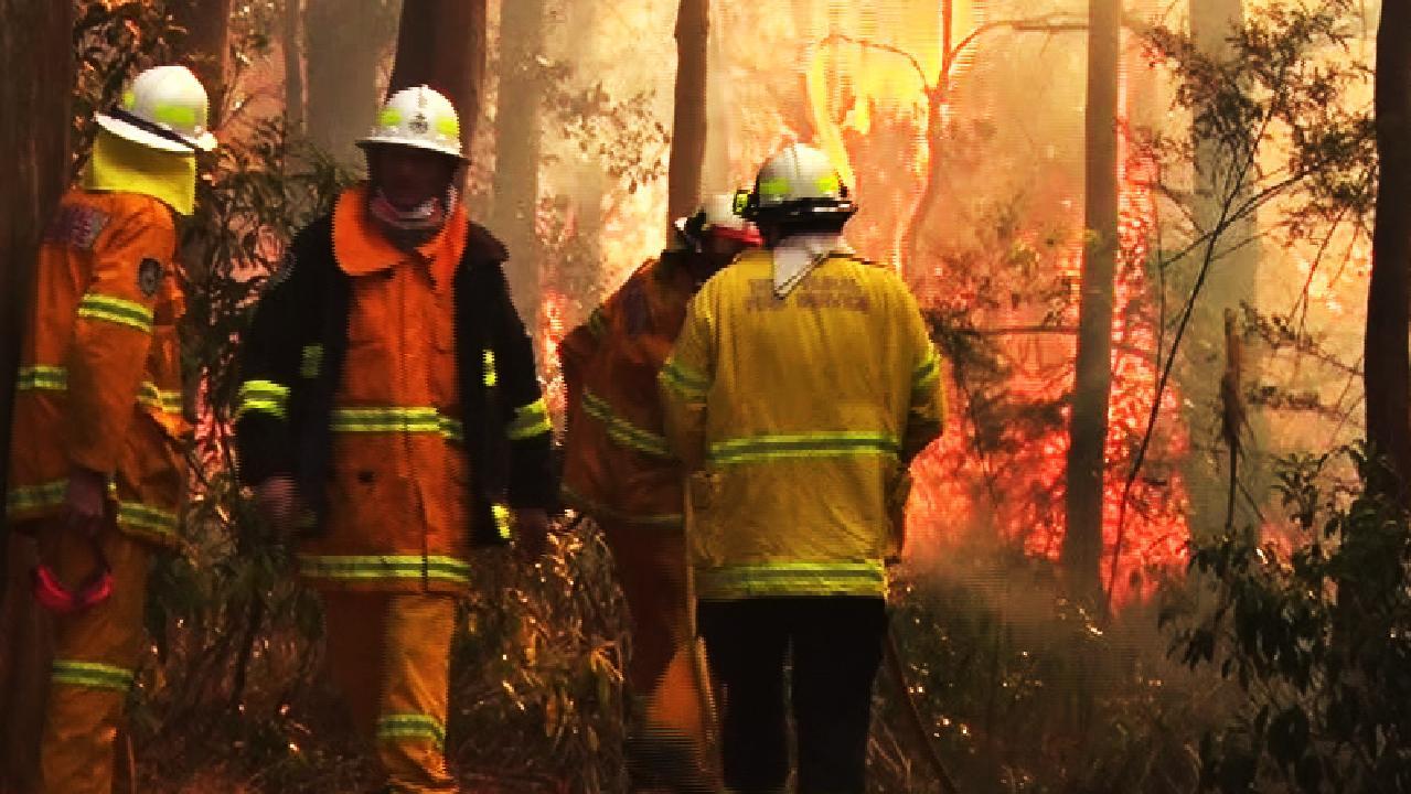 Rural Fire Service operators battle flames at Bilpin. Picture: TNV