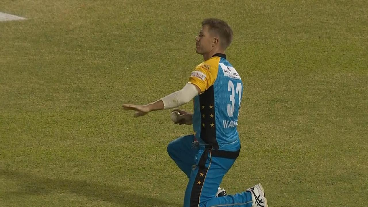 David Warner has been praised for an act of sportsmanship while fielding for St Lucia Stars against Steve Smith's Barbados Tridents.