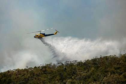 Second fire front breaks out on Coast's southern flank