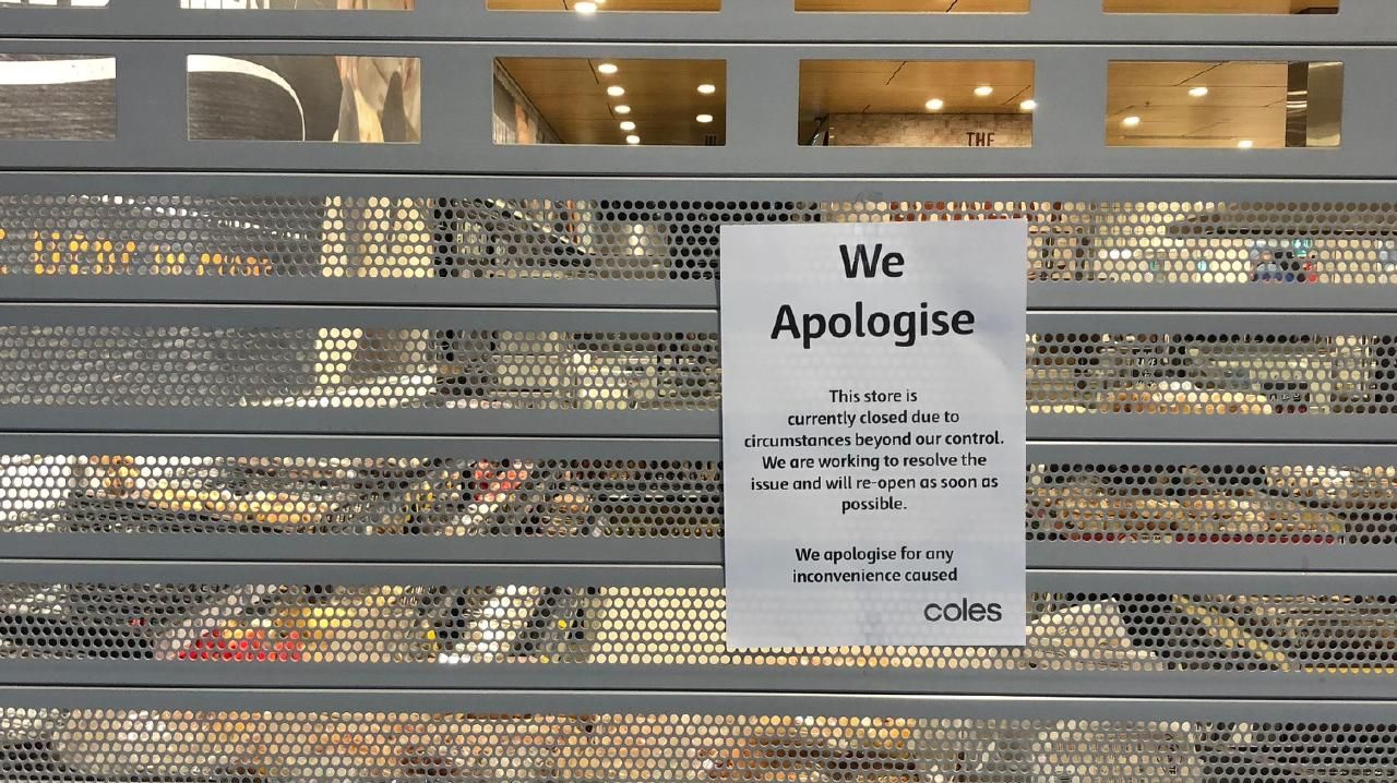 Doors shut at Coles Australia Fair after a nationwide checkout register outage. Picture: Amanda Robbemond