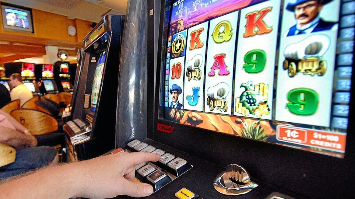 A different sort of jackpot was found behind a Toowoomba pokie machine. (File)