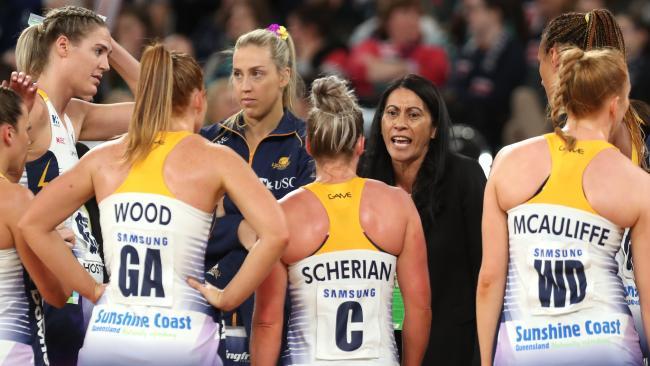 Noeline Taurua addresses her players. Photo: AAP