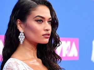 Stars shock on VMAs pink carpet