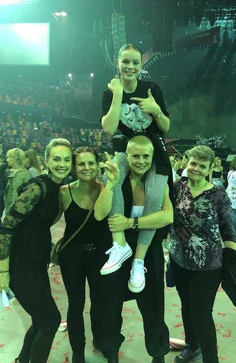 Leah Murphy with family and friends at P!NK's Brisbane show.