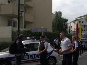 Man kills mum, sister in Paris attack