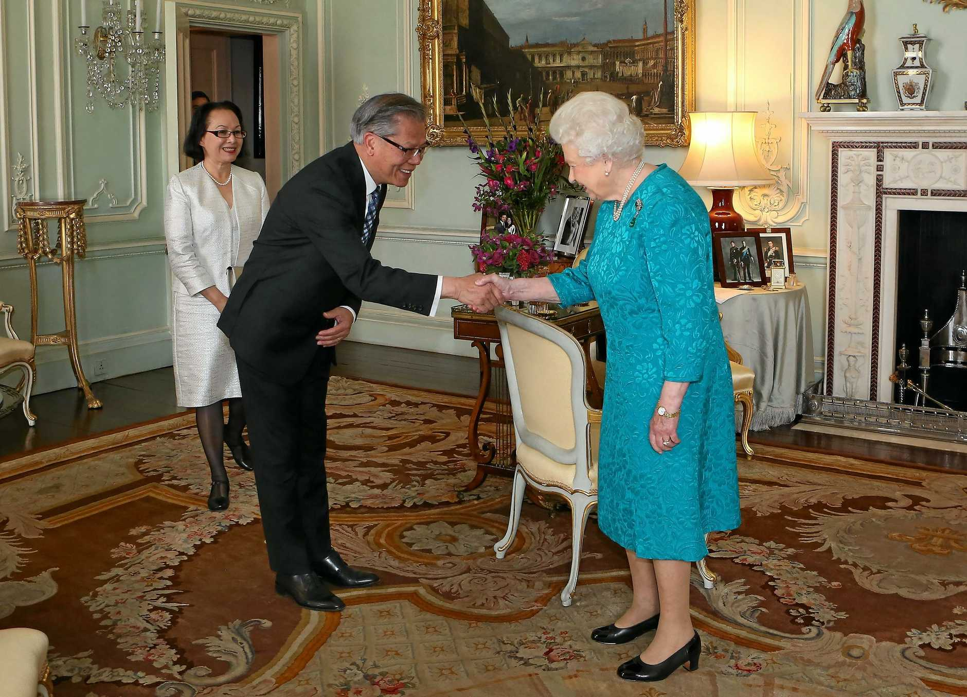 LONDON, ENGLAND - OCTOBER 18:  Queen Elizabeth II receives the Governor of South Australia, the Hon. Hieu Van Le and his wife Mrs Le at Buckingham Palace on October 18, 2016 in London, England.  (Photo by Philip Toscano - WPA Pool/Getty Images)