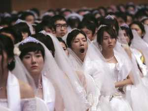 Thousands marry in mass ceremony