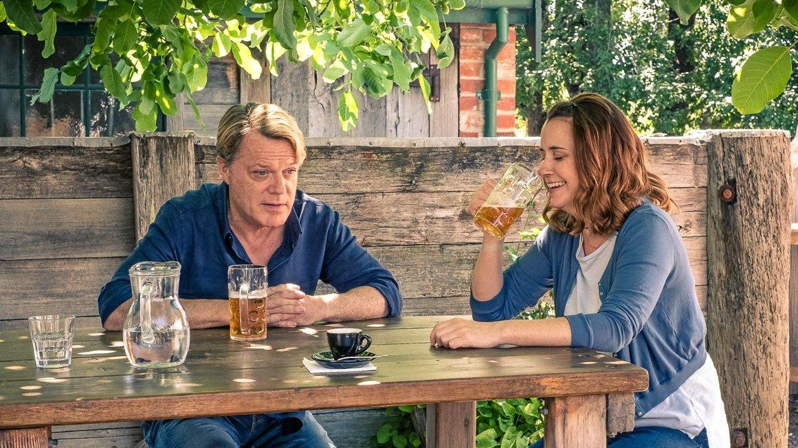 Eddie Izzard and Emily Taheny in a scene from The Flip Side.