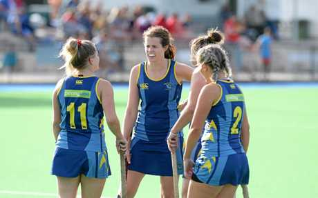 Experienced Hancocks captain Sara Rogers discusses tactics with her team.