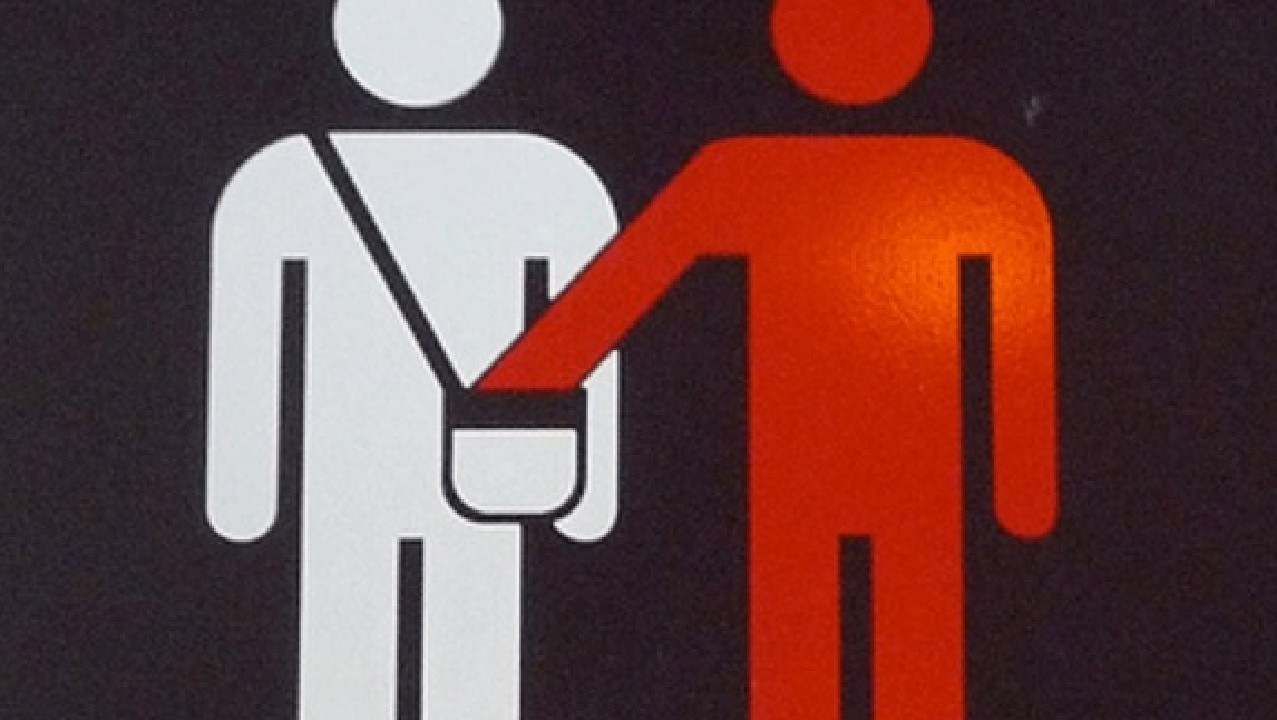 Tourists are unwittingly making themselves targets of pickpockets in an unexpected way.
