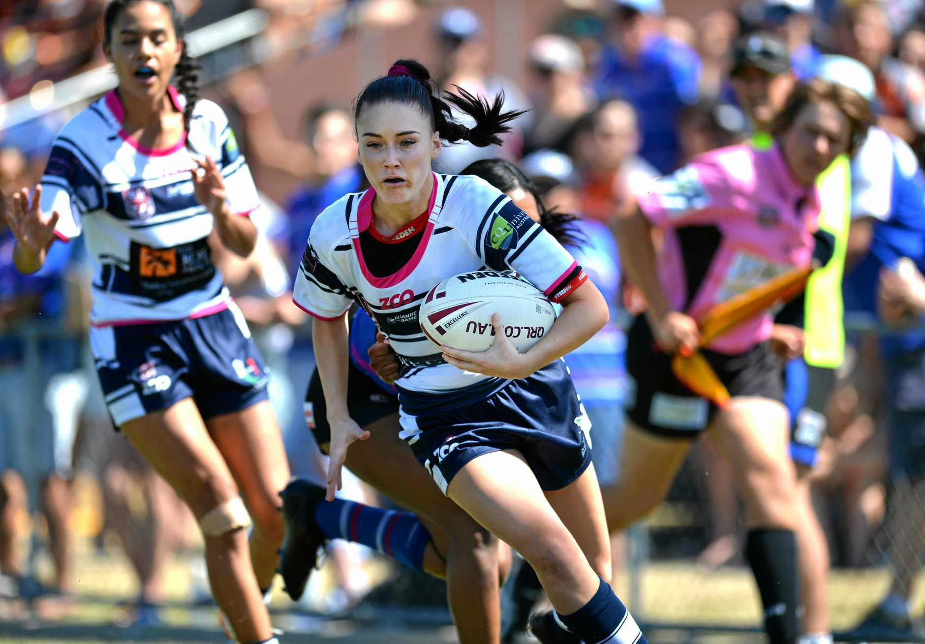 Mackay Brothers' Tori Carter on her way to scoring a try in front of a packed house at BB Print Stadium on Sunday.