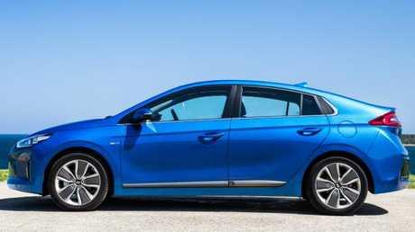 2018 Hyundai Ioniq Hybrid: Looks like a hatch, only sparky
