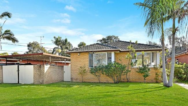 1 Hind Pl, Chipping Norton sold prior to auction for $920,000. NSW real estate