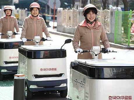 Korea Yakult's motorised yoghurt carts on the streets of Seoul. Photo: Korea Yakult Co.