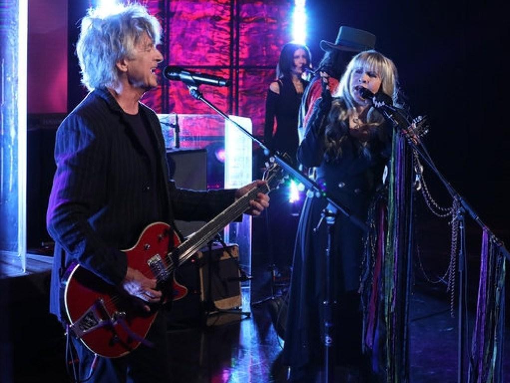 Neil Finn performs with Fleetwood Mac on Ellen.