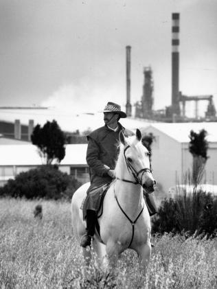 Mounted police officer search for Rhianna at Port Stanvac in 1992. Picture: Russell Millard)