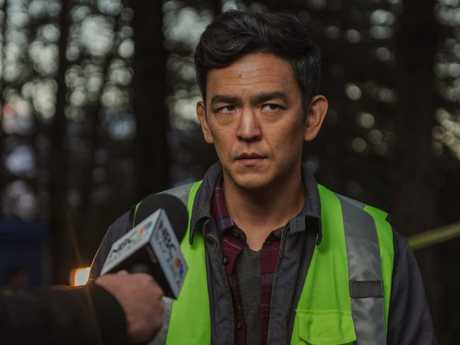 John Cho plays a desperate father looking for his missing daughter.