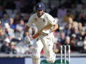 Cook gets guard of honour in final Test