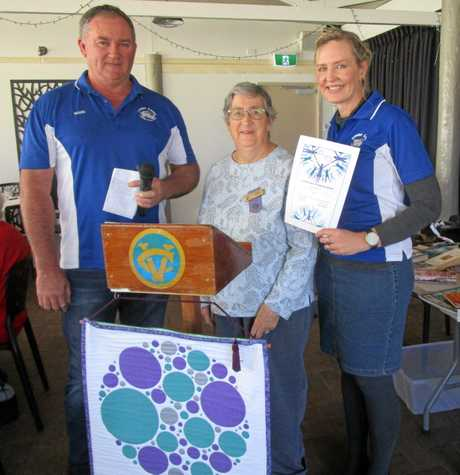 Guest speakers Mark and Karlie Holloway, from the Fraser Coast 4WD Club, were presented with a certificate from Hervey Bay VIEW club member Robin Scott.