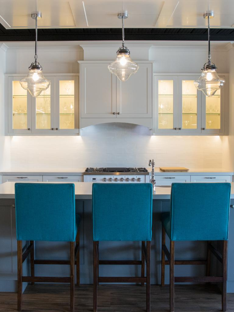 A Hamptons-style kitchen. Photo: Dominika Lis