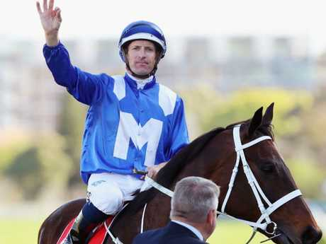 Hugh Bowman and Winx return to scale after winning the George Main Stakes. Picture: Getty Images