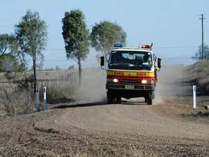 Firies contain 'fast-moving' bush fire