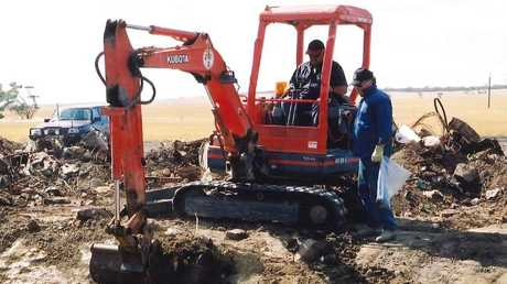 Police search for Colleen Adams' remains at a dump near Maitland in 2001.