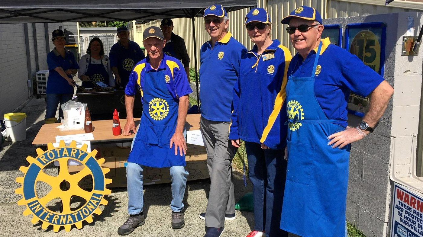 Woy Woy Rotarians hosted a sausage sizzle fundraiser outside the Bourke Street General Store for the drought stricken Australian farmers.