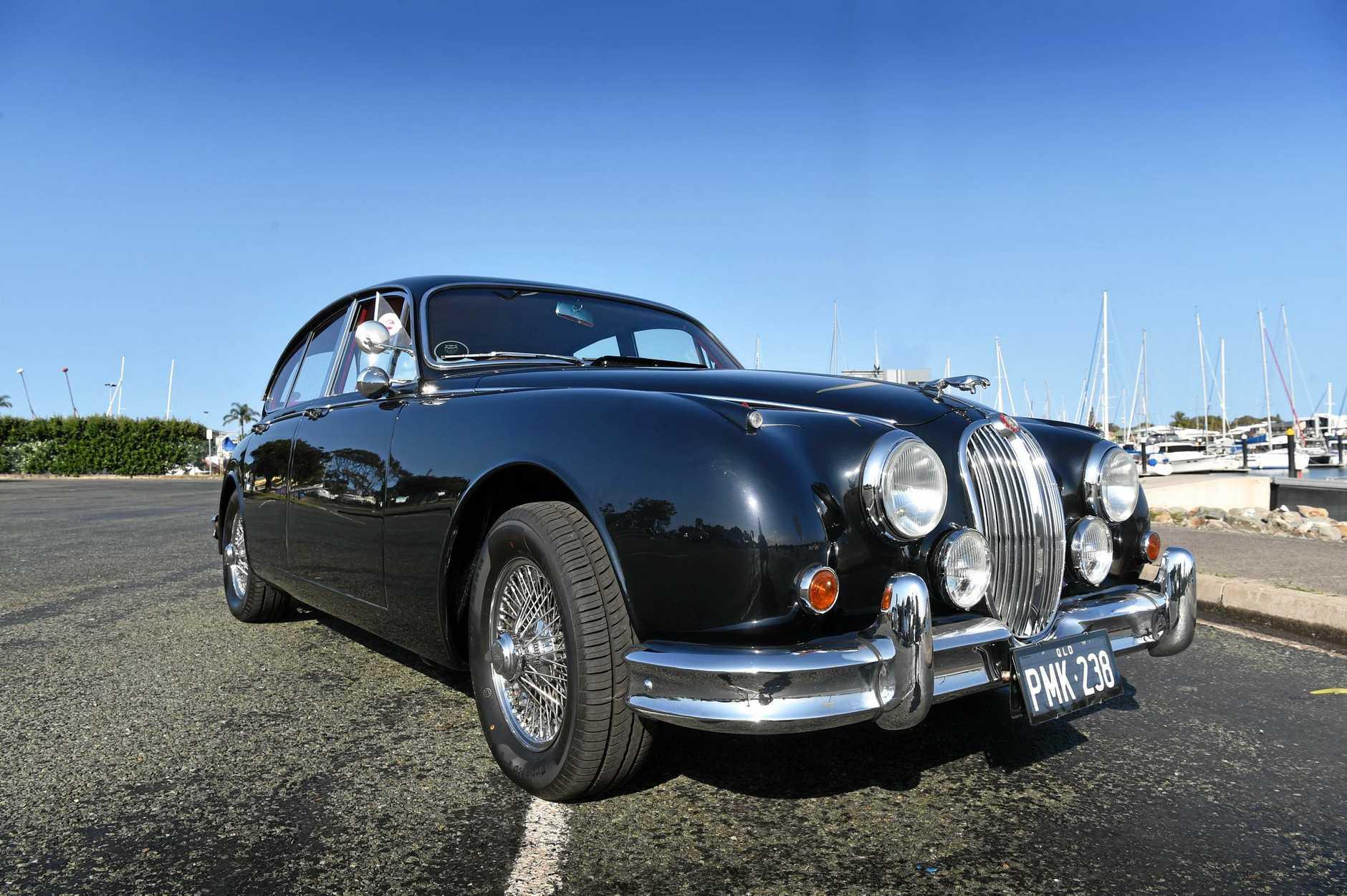 Peter Lehrke drives a 1962 Jaguar Mk2 3.8l 6 cyclinder.