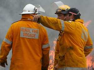 Residents told to leave as bushfire threat grows