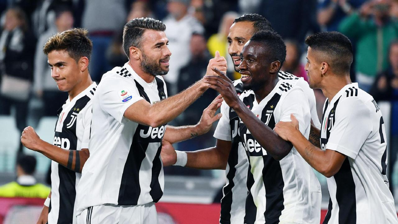 Matuidi celebrates his goal with his teammates.