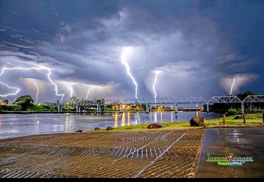 Lyndell Richards Awesome lightning show over the Burnett River Bundaberg