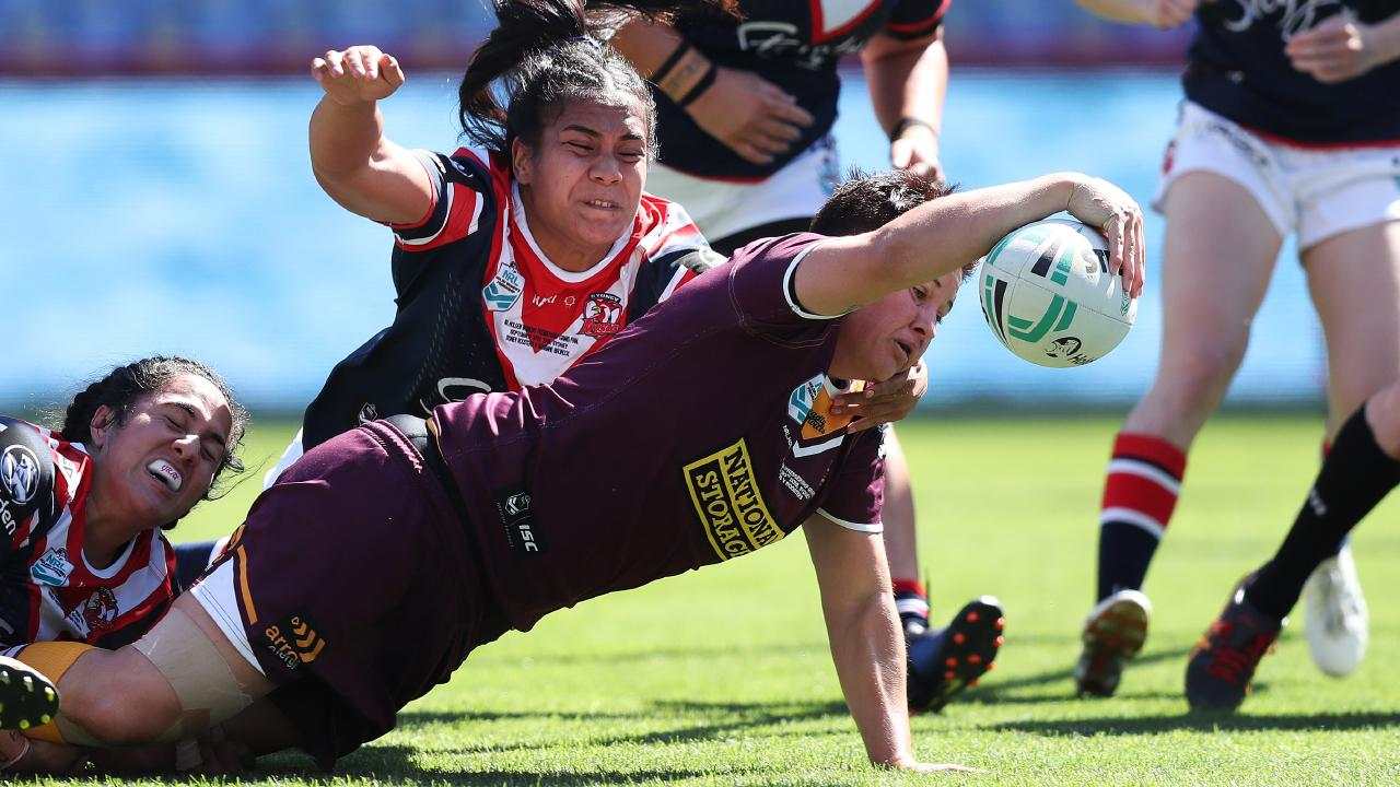 Heather Ballinger reaches out to score a try for the Broncos. Picture: Brett Costello