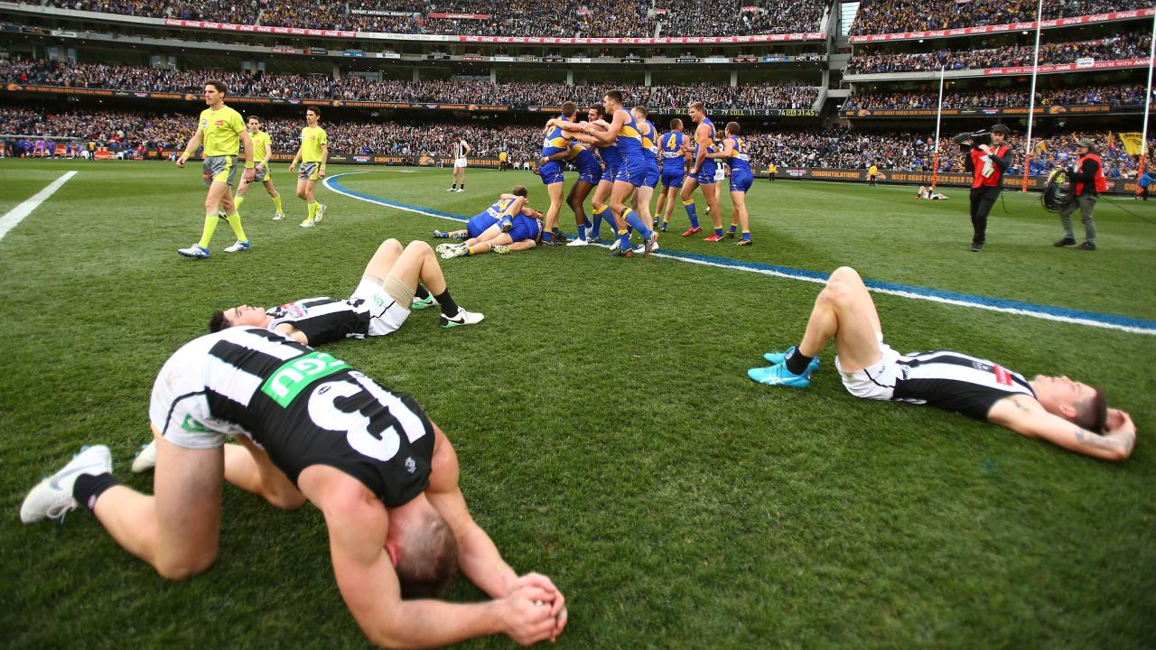 Shattered Collingwood players after the siren in the 2018 Grand Final.