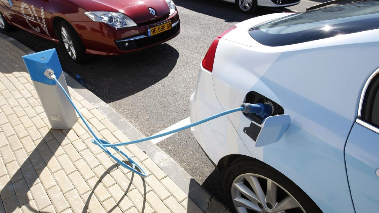 A new report predicts electric vehicles will be price competitive with petrol vehicles by about 2023. Picture: AP