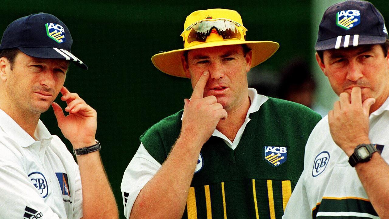 Steve Waugh, Shane Warne and coach Geoff Marsh talk tactics in 1999.