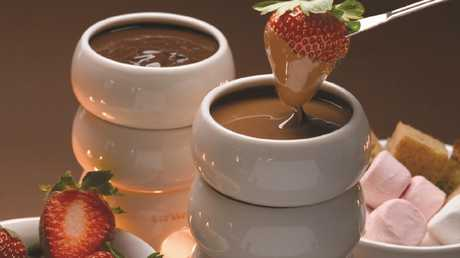 The chain is known for its fondue, crepes, milkshakes, waffles, and hot chocolate.