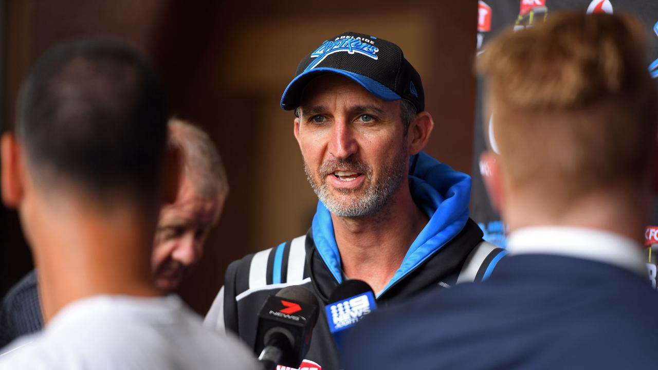 Jason Gillespie will remain with the Strikers for two more years.