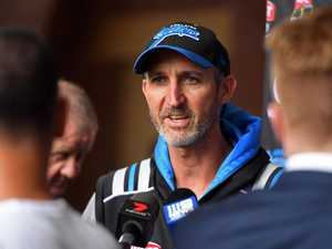 Dizzy extends Strikers deal for two more years