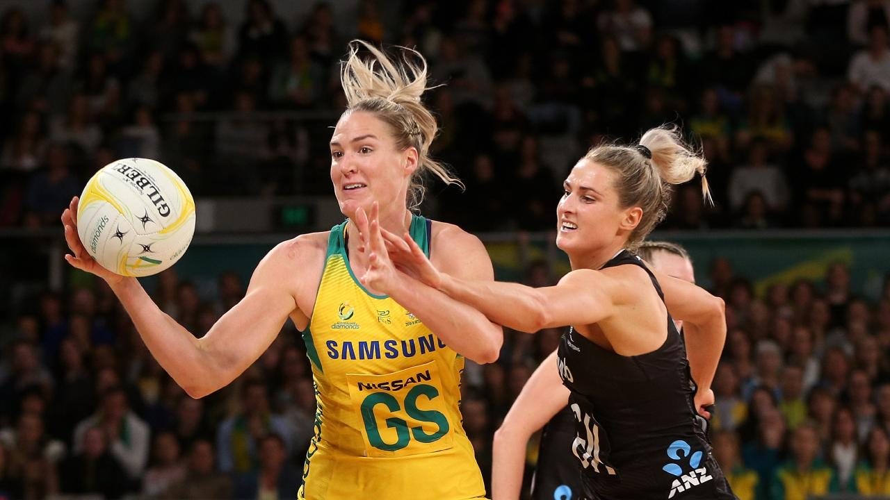Caitlin Bassett of the Diamonds takes the ball in front of Jane Watson of the Silver Ferns during the Netball Quad Series match between the Australian Diamonds and the New Zealand Silver Ferns at Hisense Arena in Melbourne, Sunday, September 23, 2018. (AAP Image/Hamish Blair) NO ARCHIVING, EDITORIAL USE ONLY