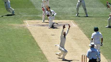 Nathan Lyon appeals for the wicket of Asad Shafiq at the MCG in 2016.