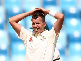 Peter Siddle reacts on a tough morning of the First Test between Australia and Pakistan. Picture: Getty