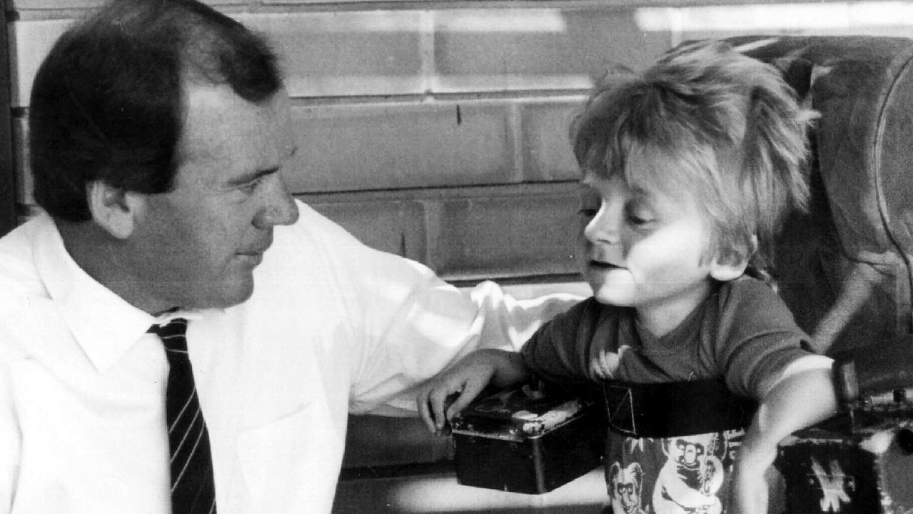 Australian TV presenter Mike Willesee with Quentin Kenihan in 1985.
