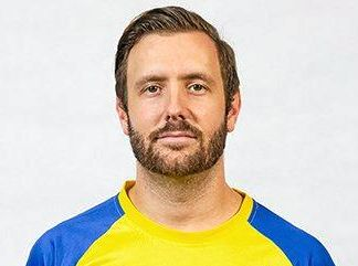 Former Brisbane Strikers captain Michael Angus has signed on in a dual coaching, playing role for the Sunshine Coast Wanderers.