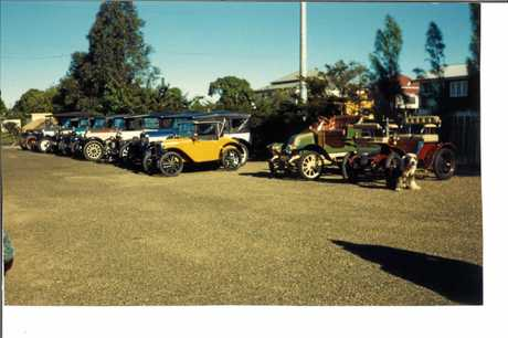 Fraser Coast Historic Vehicle Club patron Sam Hecker's big dog sits in front of his car and was a regular passenger in many runs, including Brian Thraite's Memorial Run to Woodgate in 1985.